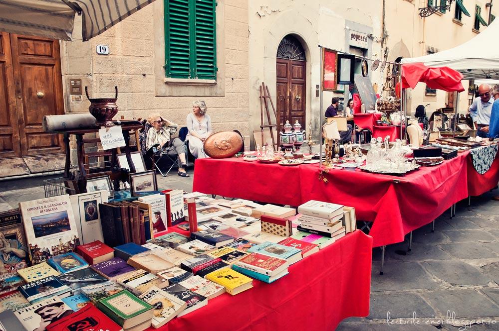 Târg de duminică în Piazza Santo Spirito, Florența