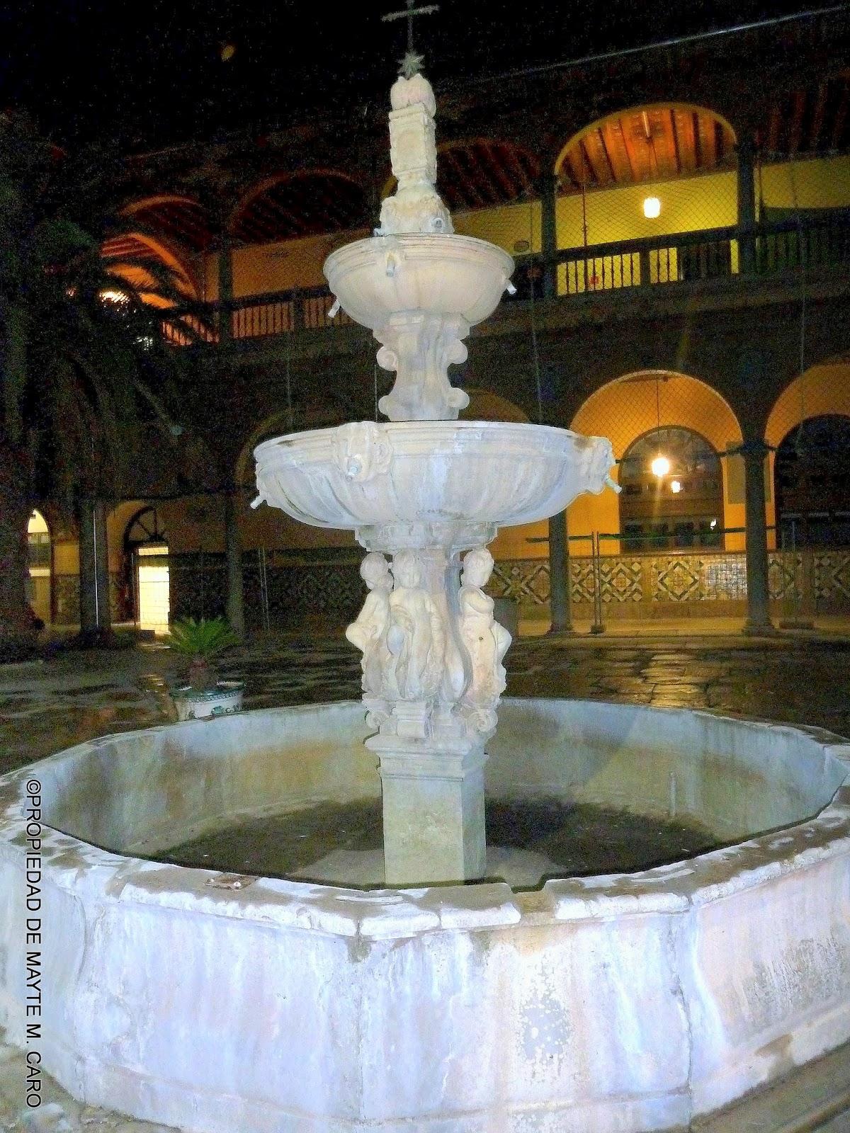 Fuentes De Granada Fuente Del Patio Porticado De Entrada