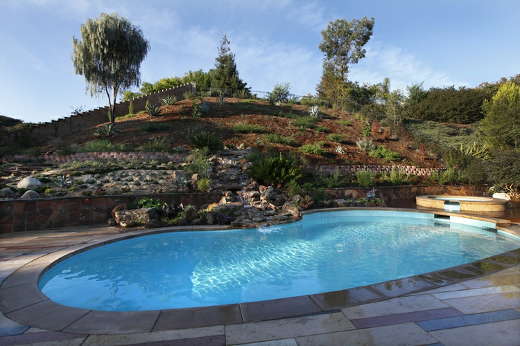 25 Awesome Sloped Backyard Design Ideas That Will Inspire ...