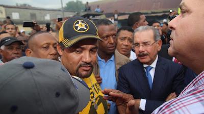 VIDEO: Danilo Medina visita mercado de La Vega y a emprendedores del Distrito