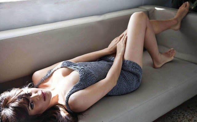 Jacqueline Fernandez cleavage