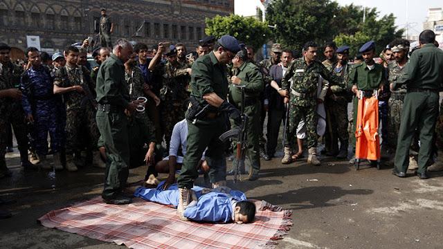 Ejecutan en Yemen a un violador de niñas y exhiben su cuerpo en una concurrida plaza
