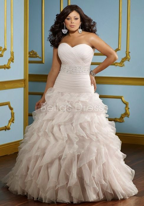 Should Try To Choose The V Neck Low Waist Clean Lines Of Plus Size Wedding Dresses Necklines Can Decorate Rich Attract Eyes Others Who