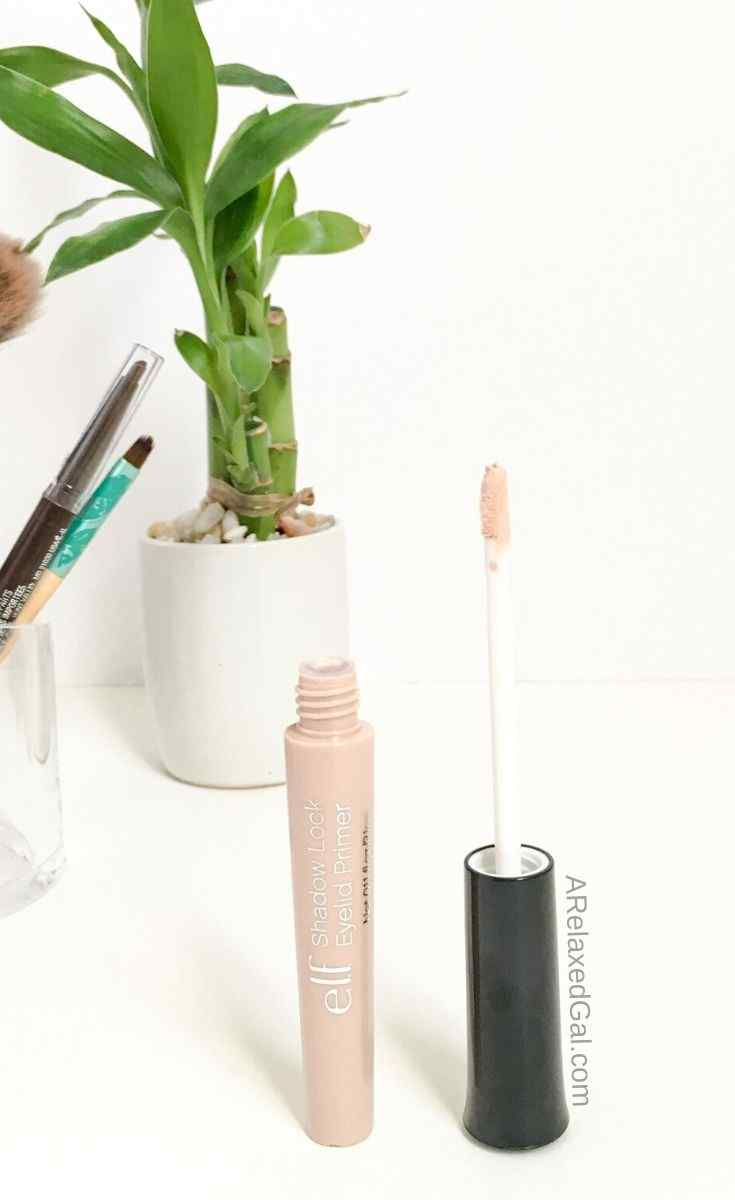 How To Keep Your Eyeshadow In Place | A Relaxed Gal