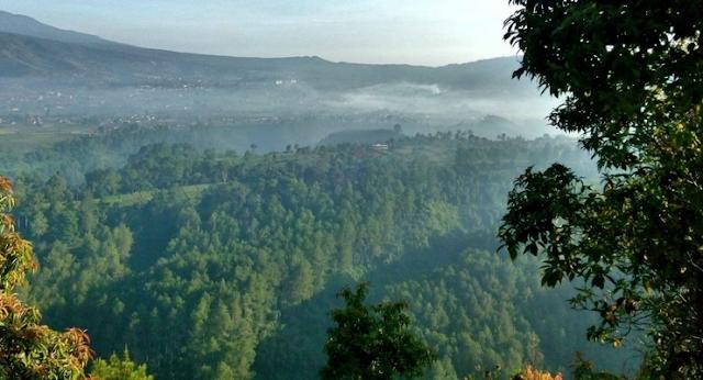 Tebing Keraton Di pagi hari