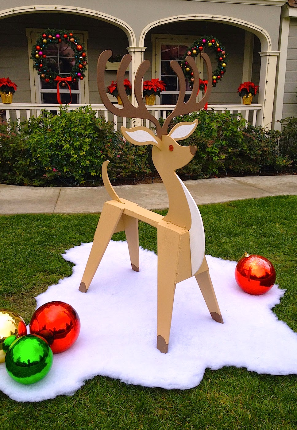 Dave lowe design the blog sawhorse reindeer how to for Holiday lawn decorations