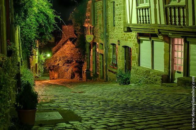 Dinan viaje Bretaña noche calle mas bonita