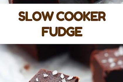 SLOW COOKER FUDGE #christmas #fudge