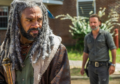 Ezekiel (Khary Payton) and Rick Grimes (Andrew Lincoln) nell'episodio 9