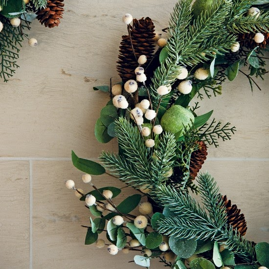A Canadian Home Styled For Christmas With Natural Elements: New Home Interior Design: Timeless Christmas Decorating