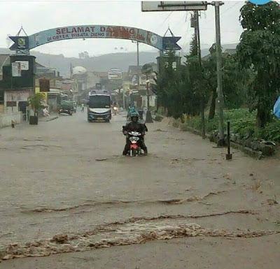 Jalan Wonosobo-Dieng tergenang banjir. Foto : Sutopo Purwo Nugroho (BNPB).