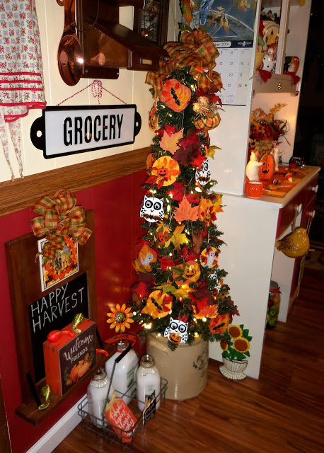 Fall/Halloween Kitchen Tree, 2019