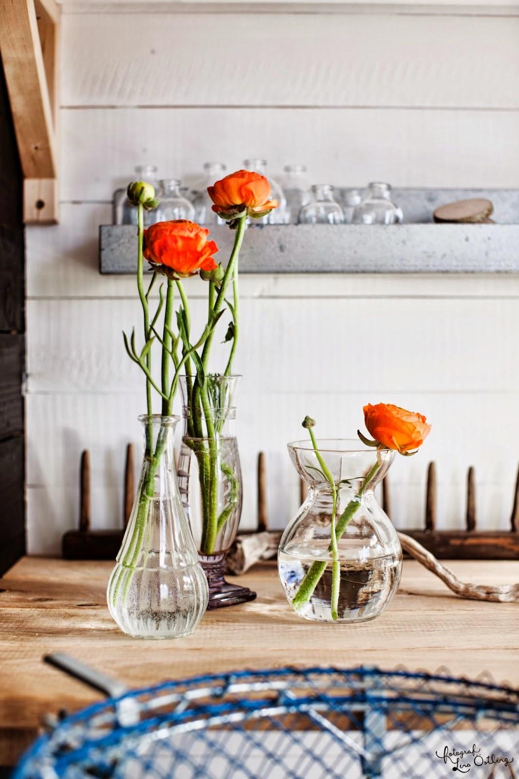 Floreros en escritorio