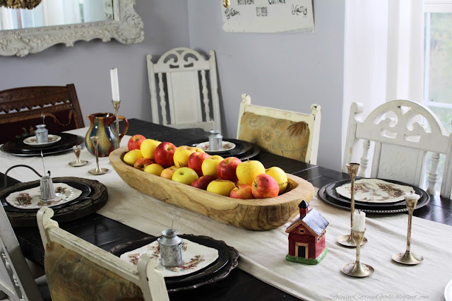 Simple Apple Thanksgiving Table