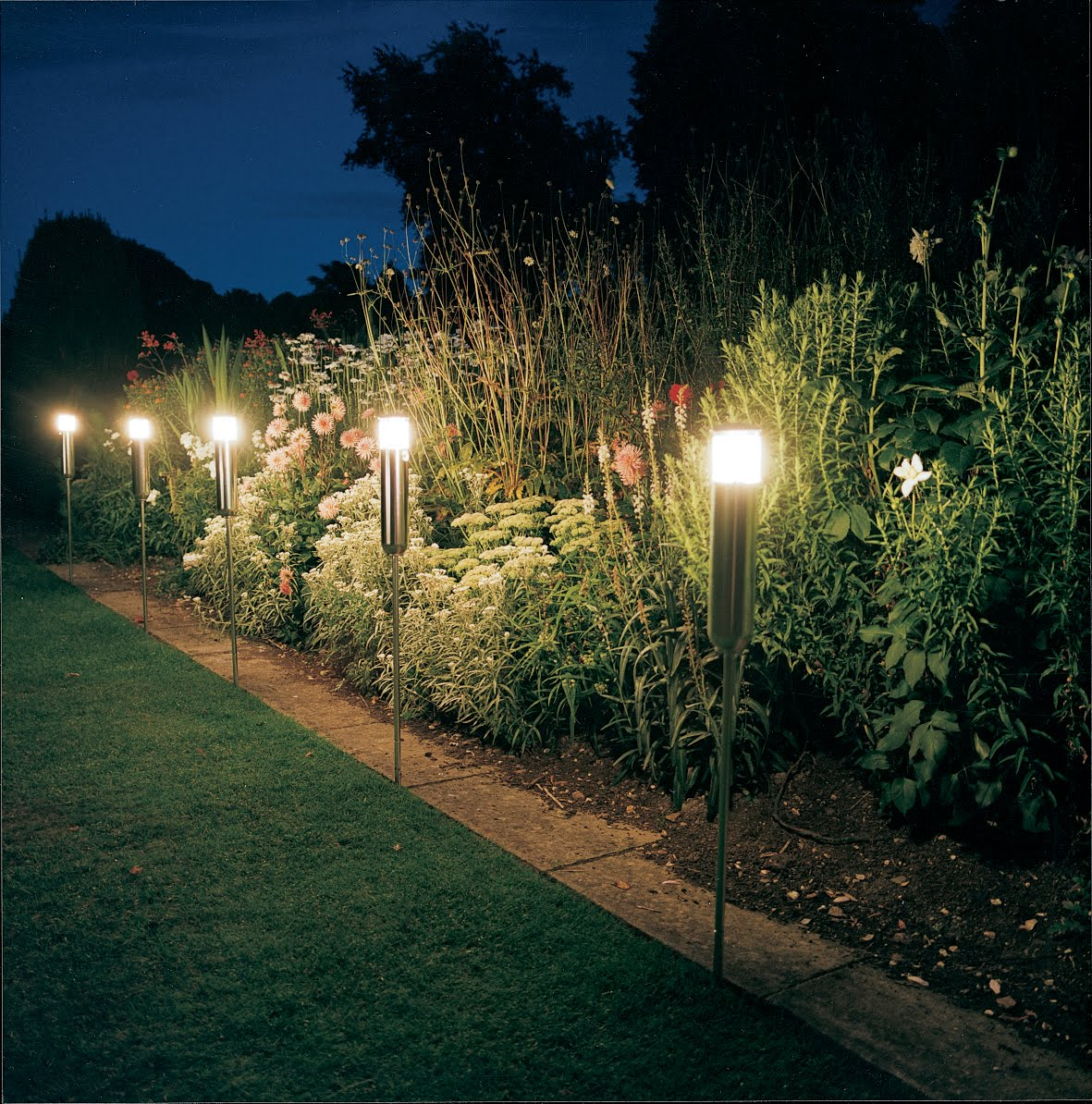 25 Design Guide To Light Up Your Landscape And Garden ...