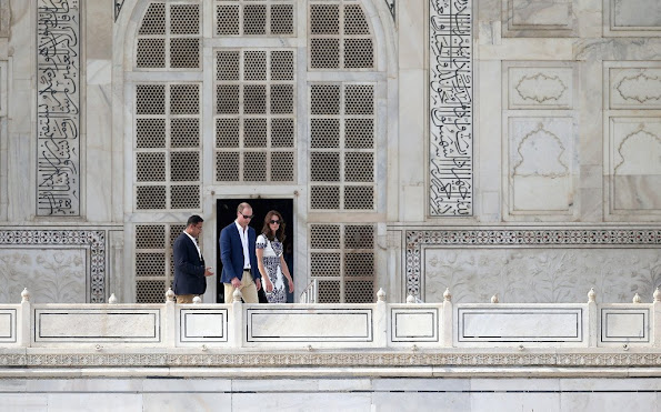 Kate Middleton and Prince William visit Taj Mahal