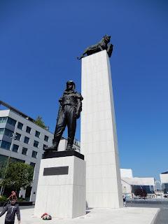 スロバキアのブラチスラバで見つけた銅像(飛行士)