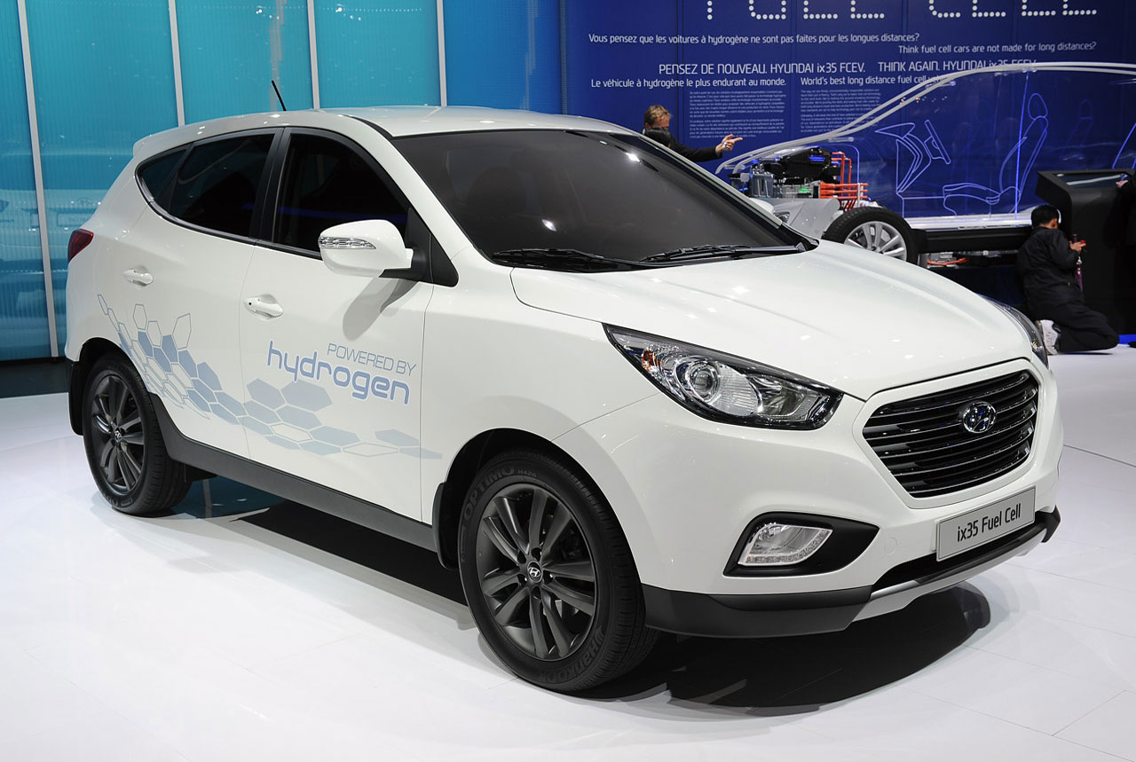 cars model 2013 2014 2015 first production hyundai ix35 fuel cell vehicle prepped for geneva. Black Bedroom Furniture Sets. Home Design Ideas