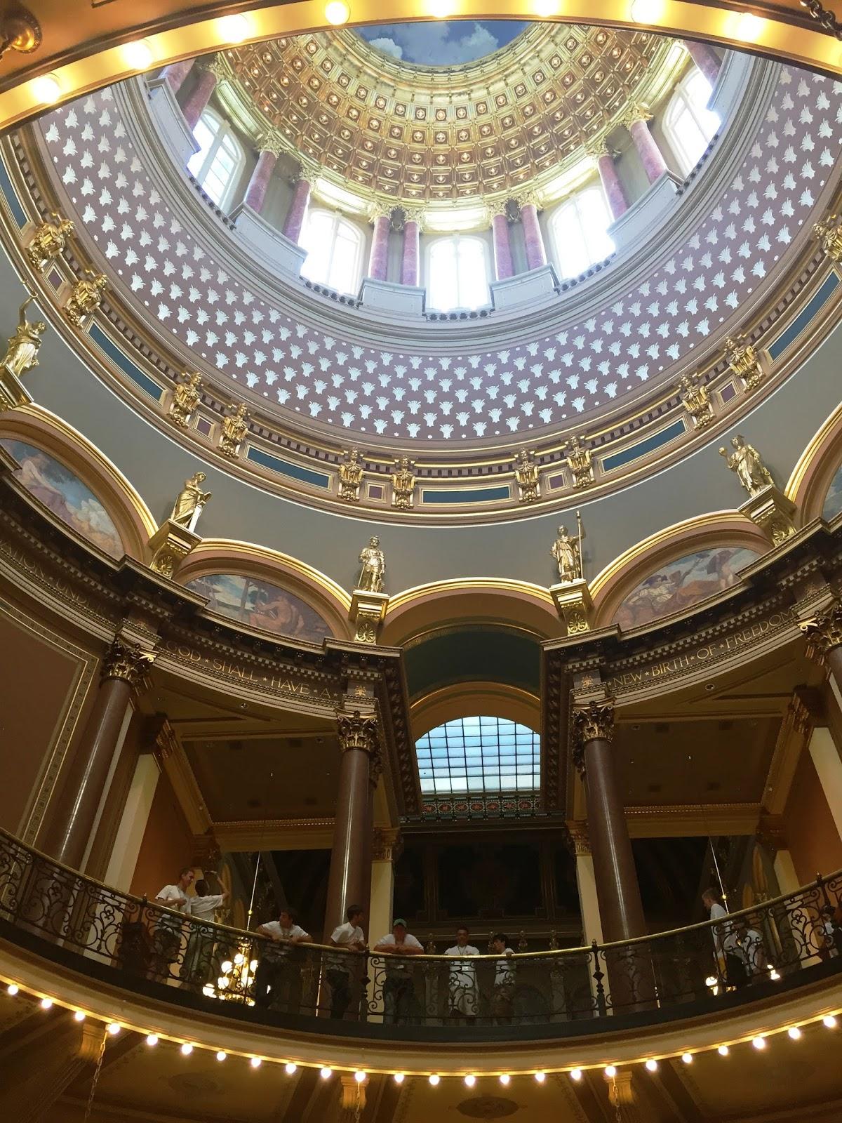 Souvenir Chronicles Des Moines Iowa State Capitol