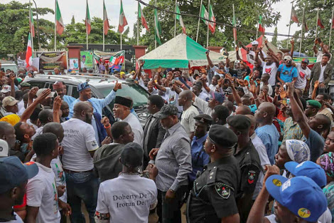 See How Crowd Assembles To Welcome Saraki As He Arrives Lagos