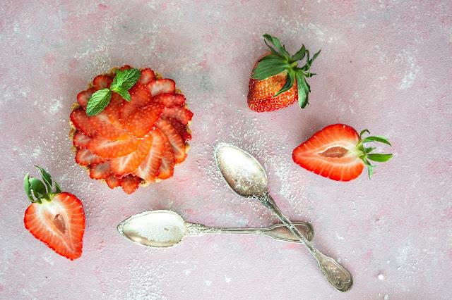Custard tarts with strawberries