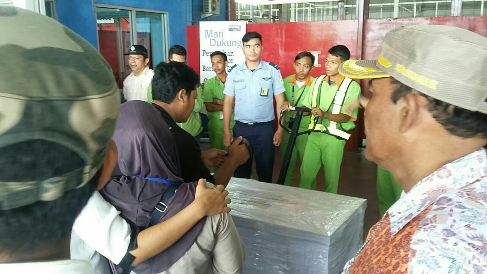 Jenazah TKI yang tewas kecelakaan tiba di Bandara Kuala Namu.