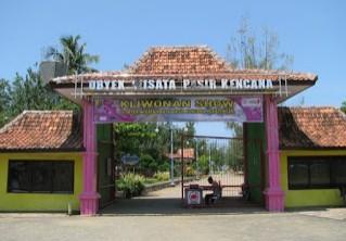 Keindahan Destinasi Wisata Pantai Pasir Kencana di Wonokerto Pekalongan Jawa Tengah