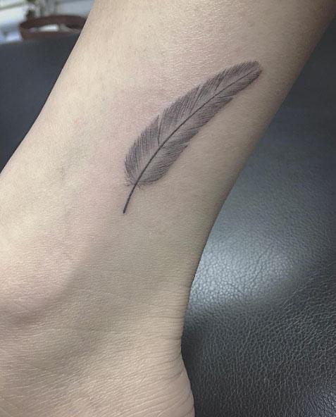 Tatuagens femininas para os tornozelos