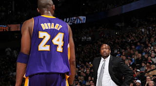 BALONCESTO - Mike Brown deja los Lakers. Toma el relevo Phil Jackson