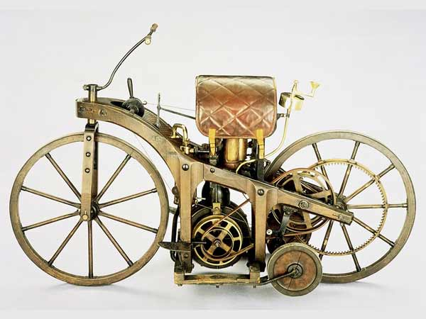 The World's First Motorcycle created Using Only A Photo in 1855 – Hindi