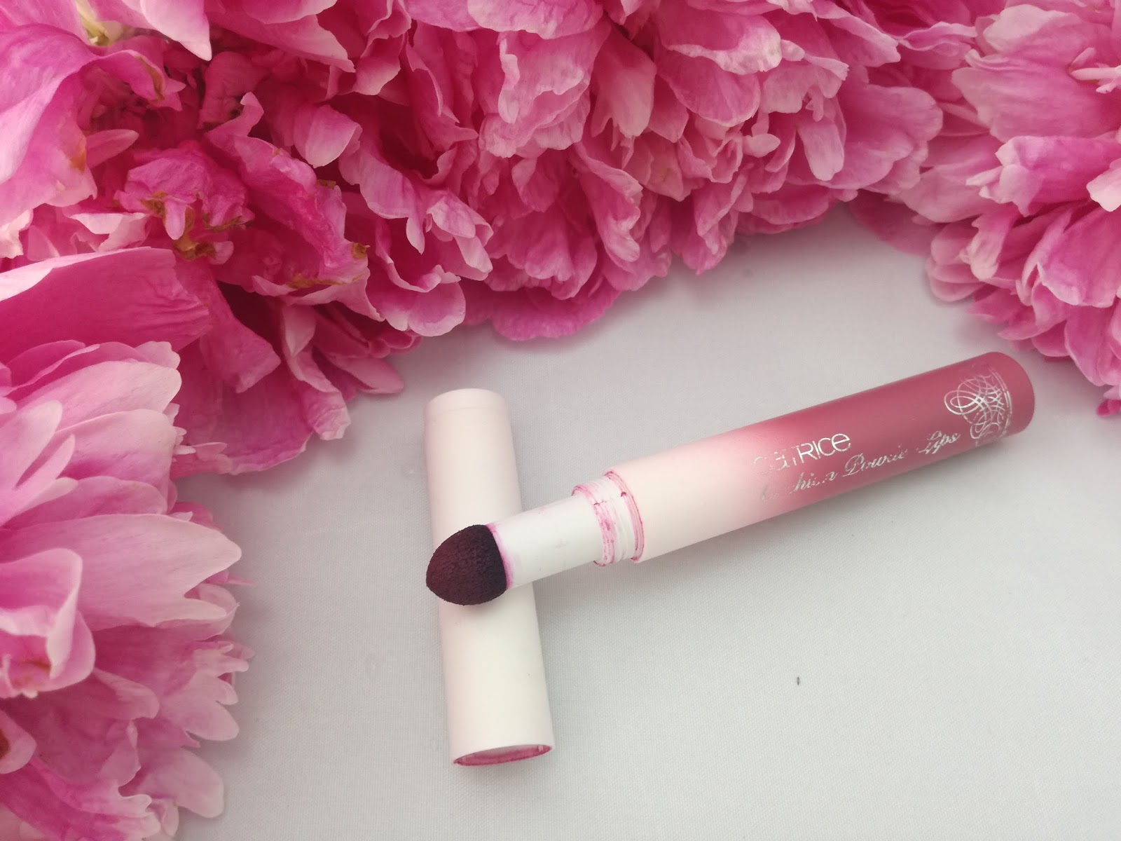 catrice-provocatrice-limited-edition-cushion-powder-lips-berry-bow
