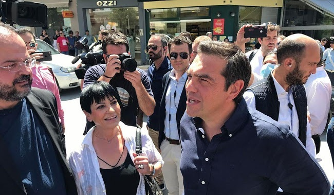 Η Ελλάδα της κατάρρευσης: Λουκέτα, άδεια μαγαζιά, φτώχεια -Τσίπρας: Θα φωνάξω τον Χαρδαλιά να σας μαζέψει!!