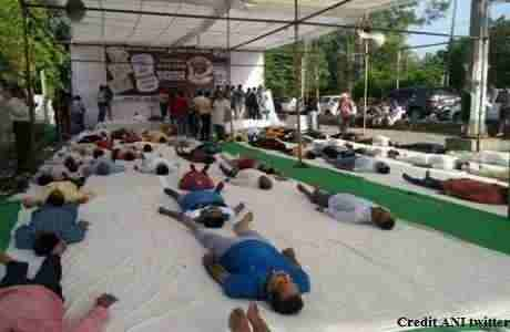international-yoga-day-congress-workers-shavaasana-in-bhopal
