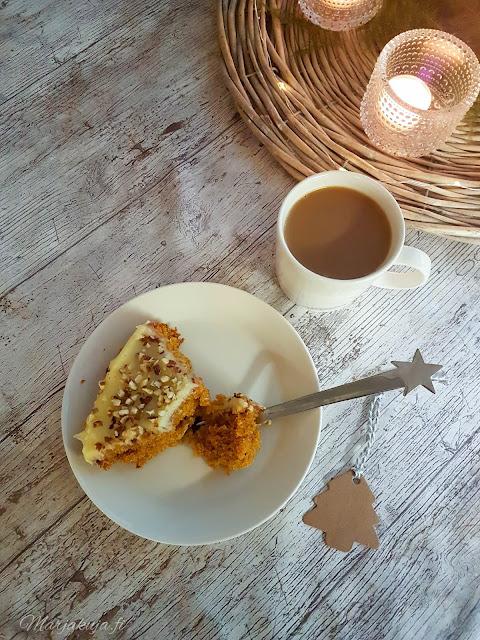 porkkanakakku leivonta leipominen kahvin kanssa kahvikuppi