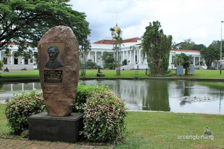 monumen reinwardt kebun raya bogor