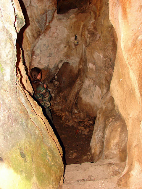 Пещерка на горе Биюк-Исар под Ай-Петринской яйлой