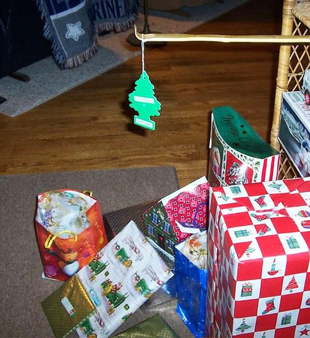 Un árbol navideño de gente floja.
