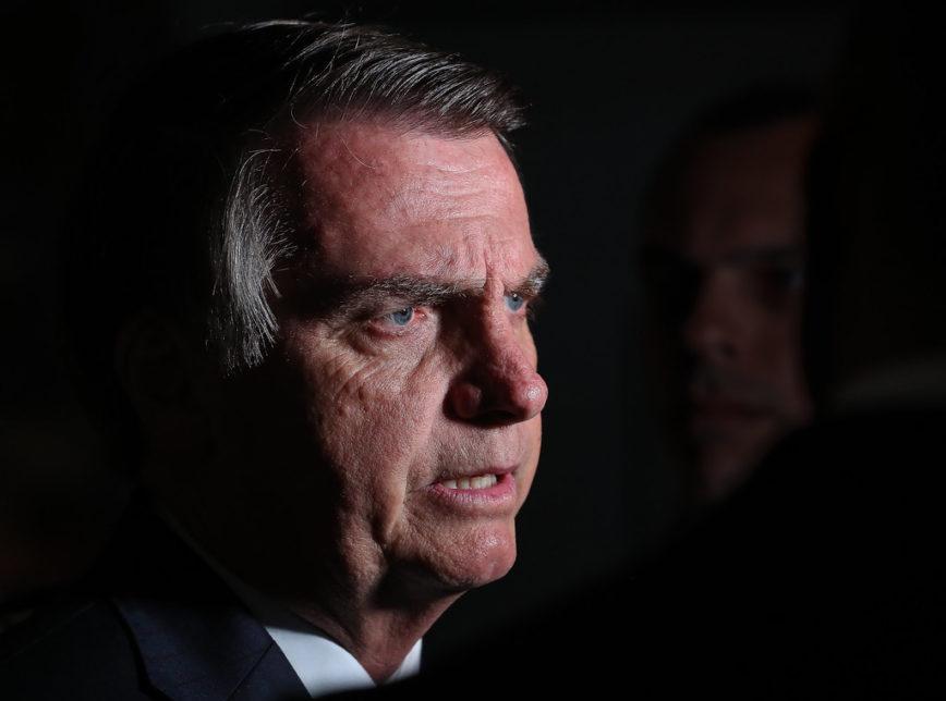Brasil é 'virgem que todo tarado de fora quer', diz Bolsonaro sobre a Amazônia