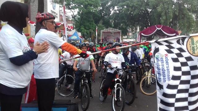 Ribuan Pesepeda Ramaikan Tour De Setu