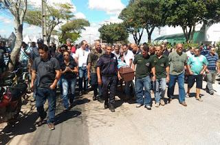 http://vnoticia.com.br/noticia/1948-corpo-de-policial-civil-getulinho-sepultado-em-sao-joao-da-barra