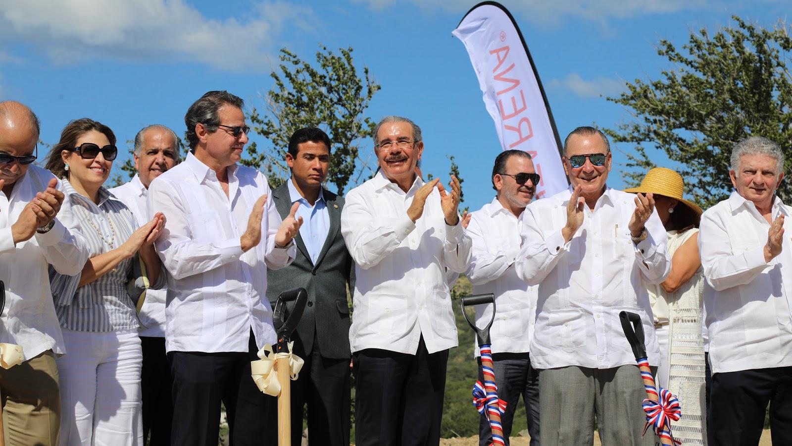Más inversiones y empleos para el Sur: Danilo Medina asiste a inauguración Club de Playa Puntarena