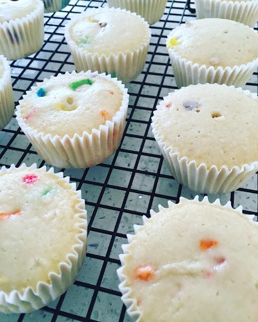 Cupcakes de m&m con cacahuate