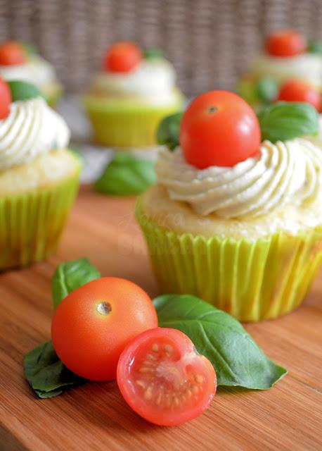 hartige caprese cupcakes - laura's bakery