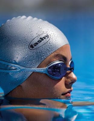 Không nên tháo kính ra trong quá trình bơi