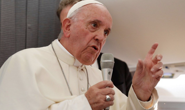 Pope warns against telling lies, says 'to gossip is to kill'
