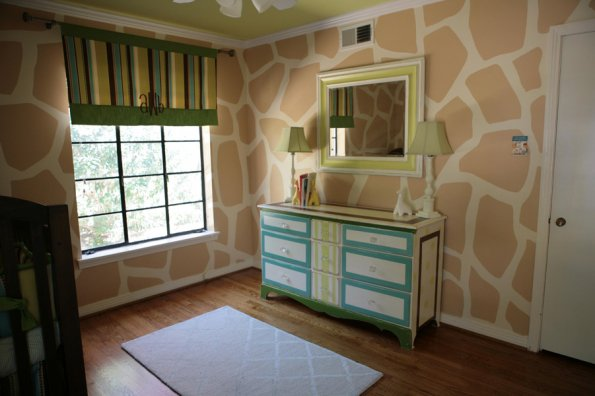 I Heart Pears: Giraffe Neutral Nursery