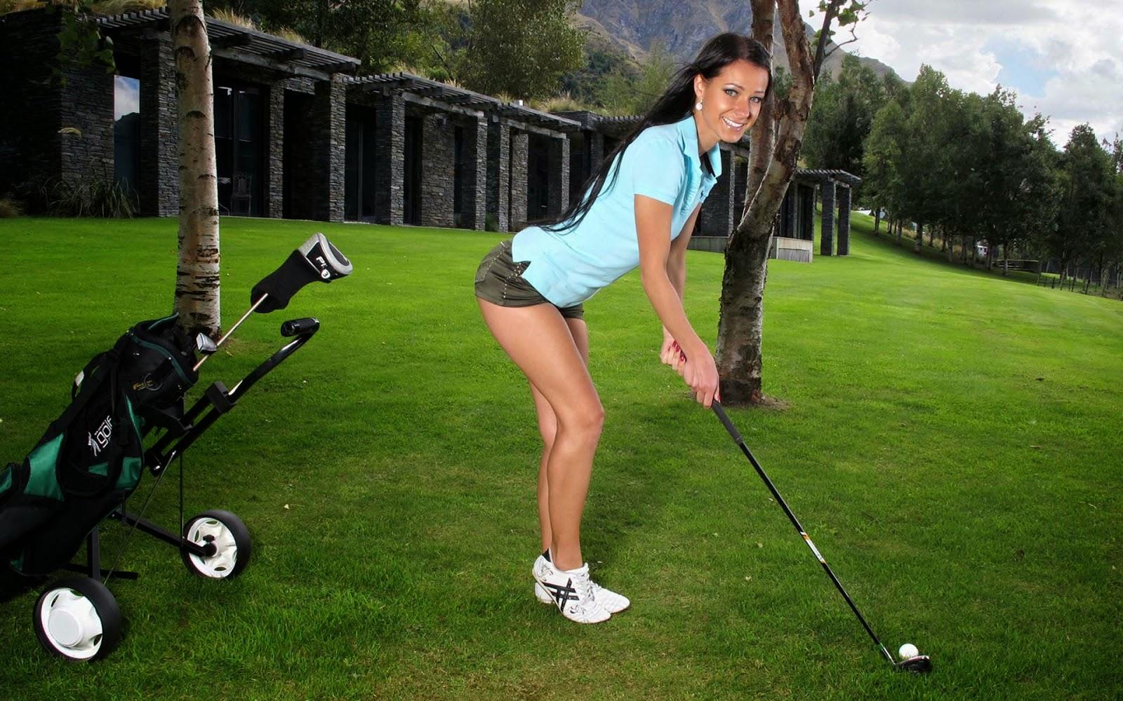 Ragazze Nude Che Giocano A Golf