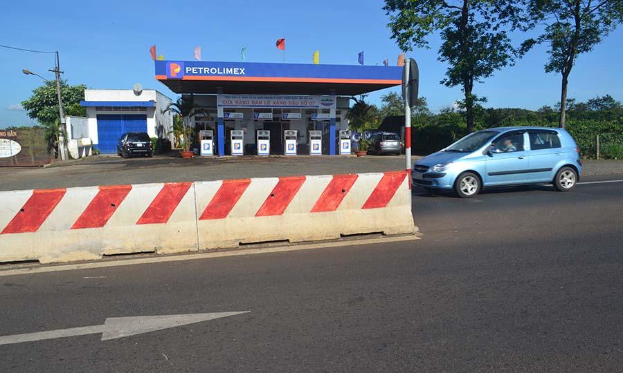 Gia Lai: Chủ cây xăng đề nghị trạm thu phí đền bù thiệt hại