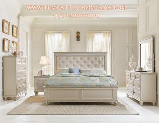 tempat tidur minumalis putih
