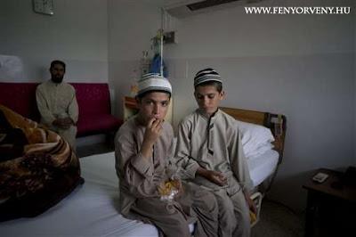 Rejtélyes állapotba kerül éjjelenként egy pakisztáni testvérpár